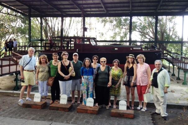 Feb_8_-_Hemingway_House_group_with_boat_Pilar.JPG